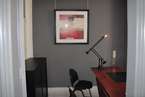 Petit bureau meublé m² à louer à valenciennes